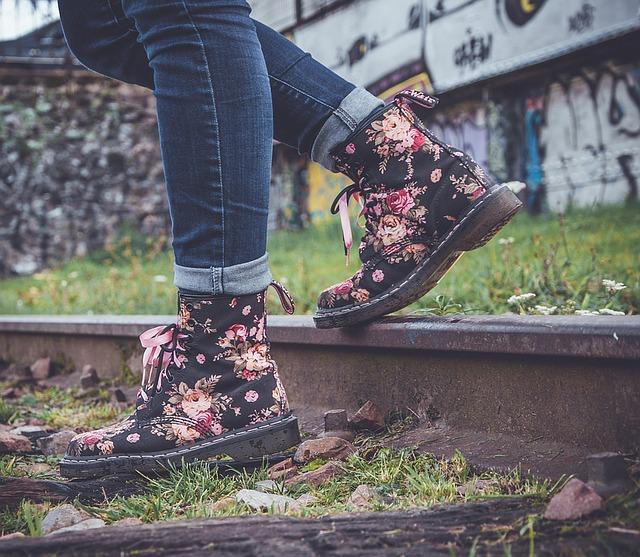 nohy na železnici