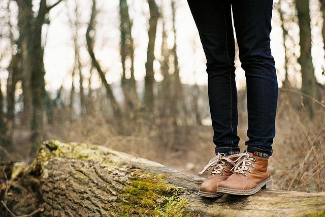 nohy na kmeni