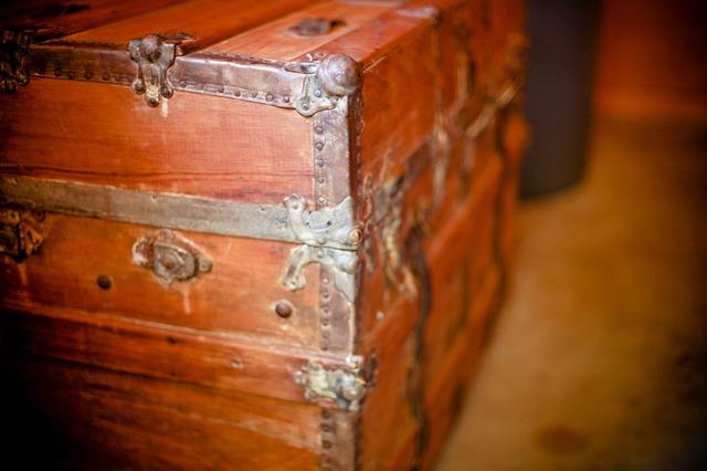dřevěná truhla