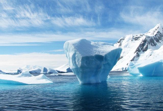 ledovec na moři