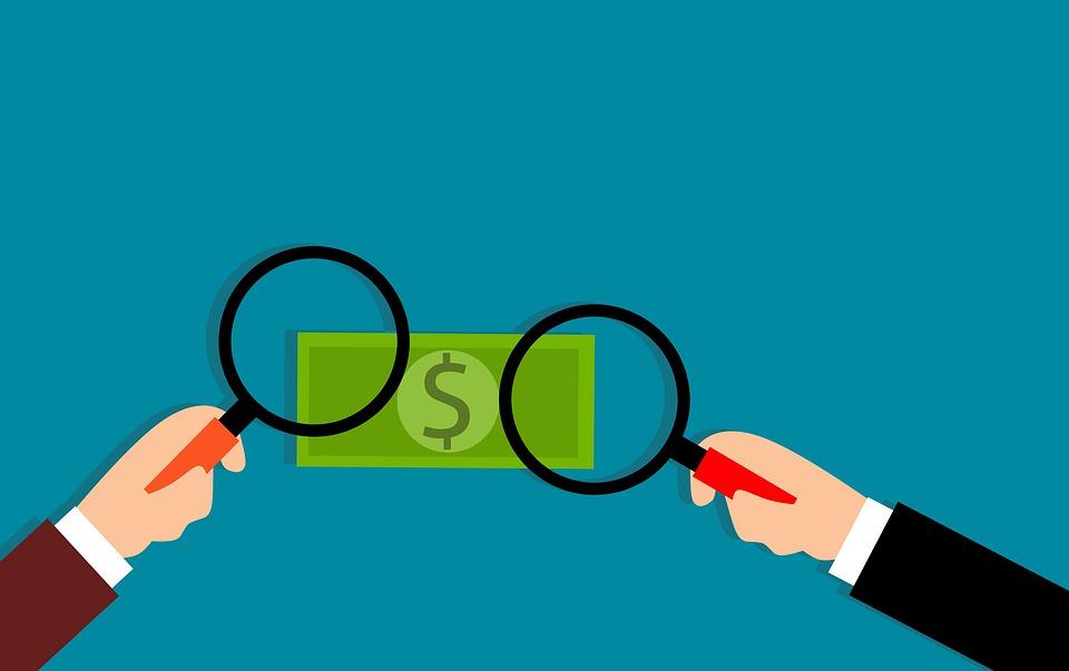 zkoumání penězí